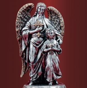 Ангел - хранитель с ребенком