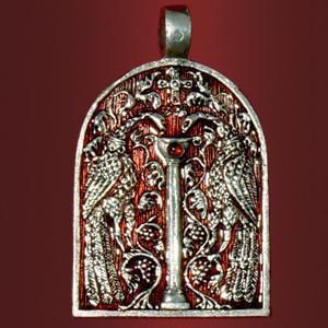 Медальон «Врата Царства» с камнем