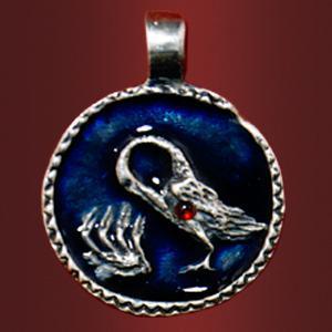 Медальон «Пеликан» с камнем