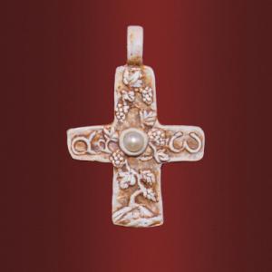 Крест «Плодовитая лоза» с камнем