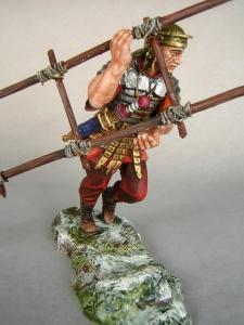 Римский легионер с лестницей